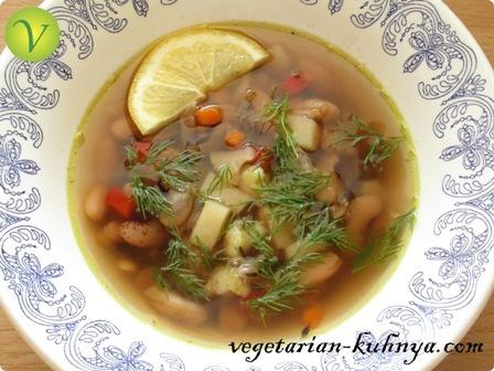 Суп с фасолью, овощами и специями