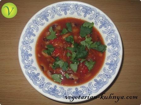 Вегетарианский суп с фасолью и помидорами