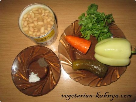 Ингредиенты для салата с фасолью и солеными огурцами