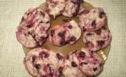 Фиолетовое печенье со смородиной