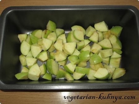 Яблоки порезать на ломтики