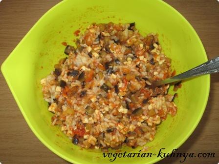 Смешать овощи с рисом