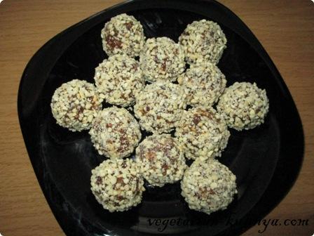 Готовые финиково-ореховые шарики