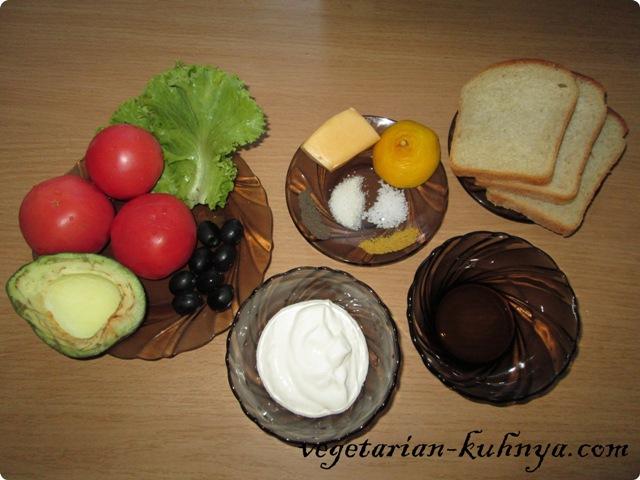 Ингредиенты для салата с авокадо и сухариками