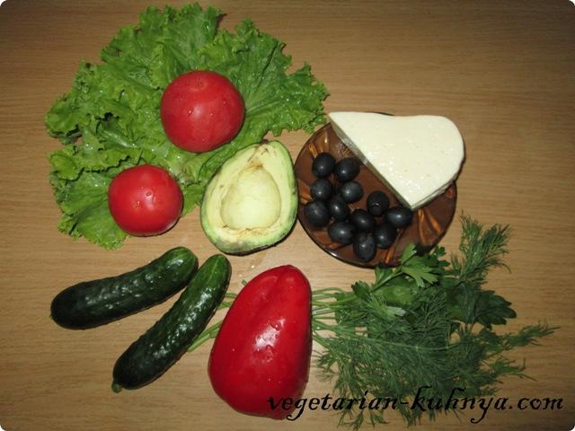 Ингредиенты на овощной салат с авокадо