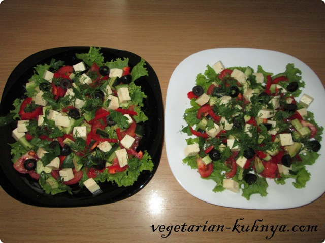 Овощной салат с авокадо и брынзой
