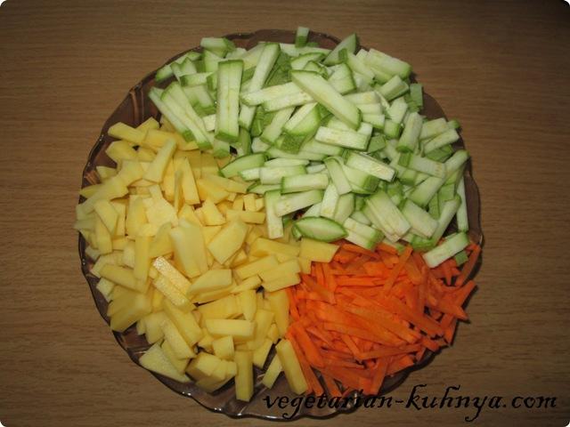 Для быстрого супа порезать овощи