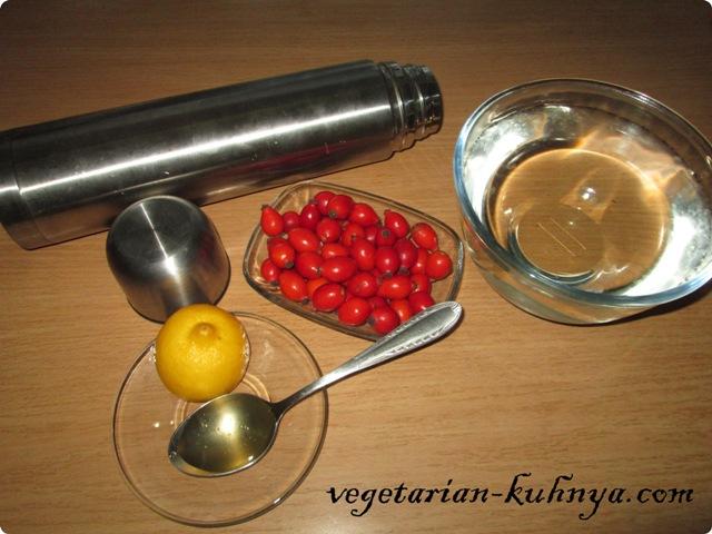 Ингредиенты для напитка из шиповника