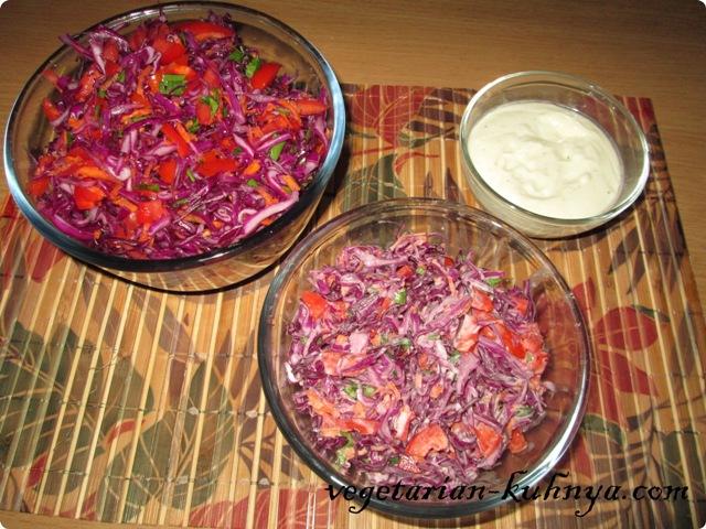 Заправить салат из краснокочанной капусты