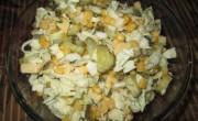 Салат с пекинской капустой и солеными огурцами