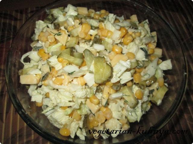 салат из капусты и огурцов соленых