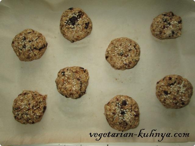 Сформировать печенье из фиников