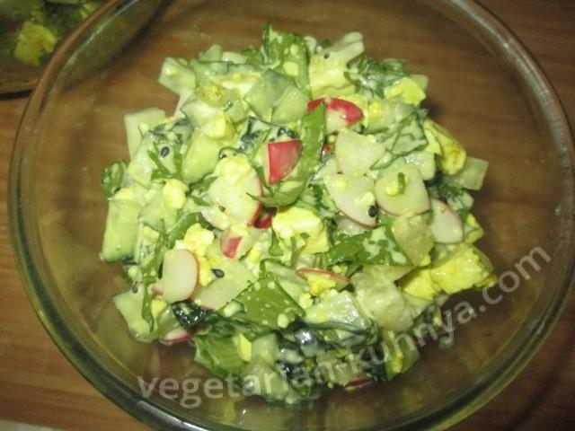 Салат с адыгейским сыром и ананасами
