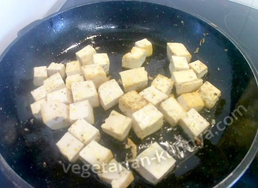 Обжариваем тофу